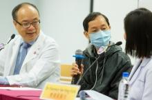 胡先生(中)表示,小中风时感觉左边身麻痹,犹如「撞邪」。