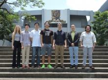 黎冠峰教授(右二)领导中大重力波研究团队,成员包括物理系本科生及研究生。