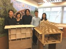 (左起)「童趣园」及「斗室」项目经理吴程辉先生、阿克苏诺贝尔装饰漆业敄香港地区巿场部经理黄楚玲女士、中大建筑学院副教授朱竞翔教授,以及两位建筑学院研究助理韩国日先生和黄正骊小姐。
