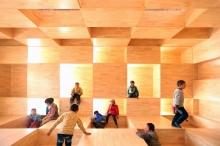 「童趣园」的设计吸引儿童体验空间探索,有助他们身心发展。