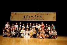 中國殘疾人藝術團與學生合照