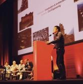 無止橋研究與發展中心總監穆鈞教授在頒獎典禮上發言。