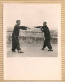 黃漢勛先生與首席弟子韋漢生之「子午對舞劍」演式。