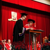 Prof. Au Ho-nien receives the degree of Doctor of Literature, honoris causa.