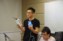 研究员介绍移动传感器