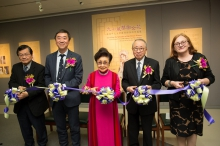 (From left) Prof. Leung Yuen Sang, Dean of the Faculty of Arts, CUHK; Prof. Joseph J.Y. Sung, Vice-Chancellor and President of CUHK; Dr. Pak Suet Sin, Chairwoman of the Yam Pak Charitable Foundation; Dr. David Chan Pui Wai, Vice-Chairman of the Foundation; and Ms. Louise Jones, University Librarian, officiate at the ribbon-cutting ceremony for the exhibition.