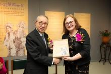 Ms. Louise Jones presents a souvenir to Dr. David Chan.