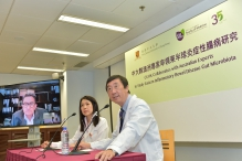 Prof. Joseph J.Y. SUNG, Vice-Chancellor and President and Mok Hing Yiu Professor of Medicine of CUHK (right) and Prof. Siew Chien NG from the Department of Medicine and Therapeutics, Faculty of Medicine at CUHK (middle), talk about the incidence of Crohn's disease in Hong Kong and Australia with Prof. Michael KAMM, Professor of Gastroenterology from St. Vincent Hospital and the University of Melbourne, via video calling.