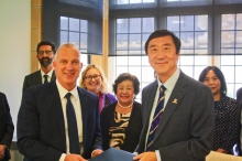 Prof. Joseph Sung, Vice-Chancellor of CUHK (right) and Dr. Michael Spence, Vice-Chancellor of the University of Sydney (left) sign a MOU to establish a new joint laboratory to advance integrative medicine.