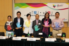 (From right) Mr. Steven Lee, teacher of Heep Yunn School; Dr. Sarah Luk, Professional Consultant, Department of Educational Psychology, CUHK; Prof. Alvin Leung, Dean of Faculty of Education, CUHK; Ms. Winnie Ying, Executive Manager (Charities), HKJC; Mr. Paul Lau, teacher of ECF Saint Too Canaan College; Miss Leung Kwan-ting, Form 5 student of ECF Saint Too Canaan College.