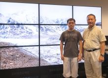 林珲教授(右)与团队成员李刚博士