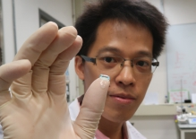 A close-up of hyaluronic acid hydrogels sample, the person in the picture is Dr. Wei Kongchang, Postdoctoral Research Fellow of the Department of Biomedical Engineering, CUHK.