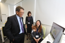 Professor Rocky S. Tuan exchanges views with lecturer and animator on facilities for e-learning