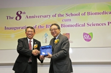 Prof. Rocky S. TUAN, Vice-Chancellor and President of CUHK (left) presents a souvenir to Prof. Lap-Chee TSUI.