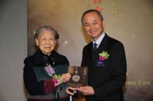 Ms. Wo-chun Fan presents her new work Chinese Jade with Knots to Prof. Fok Tai-fai.