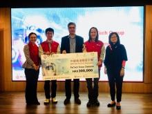 中大系统工程与工程管理学系讲师冯沛璋博士(右二)及黄民航博士(左二)组成团队「Lab Viso」于上月举行的「中银香港极客大赛」中获「FinTech组别」冠军。