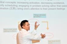 黃仰山教授表示,靜觀練習讓抑鬱患者察覺自身感覺,從而調整個人情緒。