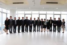 代表團訪問太空與地球信息科學研究所。