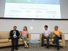 From left: Prof. Joe Lee, Director of the Simon F. S. Li Marine Science Laboratory of CUHK, Ms Jo Ruxton, Producer of A Plastic Ocean, Dr Patrick Yeung, Project Manager (Marine) of WWF-Hong Kong, and Prof. Chan King-ming, Director of the Environmental Science Programme at CUHK, shared with the audience their views on plastic pollution at the post-screening forum.