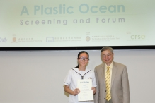 Prof. Gabriel Lau, Director of the Institute of Environment, Energy and Sustainability of CUHK, presented awards to partner schools and students of the 'Waste Reduction Project'.