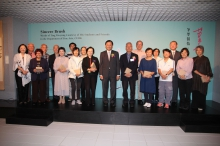Professor Benjamin W. Wah, Provost, CUHK presents souvenirs to donors of the exhibits.