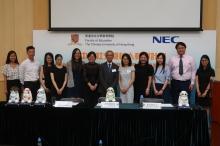 蘇詠芝教授的團隊(左一至左六)將於暑假起,為自閉症學童提供免費的社交機械人介入治療。