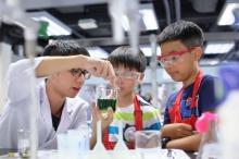 小朋友將使用一系列安全的化學品和工具,學習如何淨化污水的步驟。