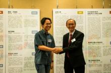 嘉賓評審鄭政恆先生(左)及新亞書院錢穆圖書館及聯合書院胡忠圖書館主管馬輝洪先生。