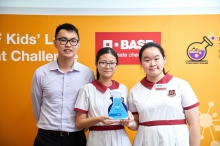 Helia Wong (right) and Phoebe Yeung (middle), the winning pair in the 2018 Kids' Lab Experiment Challenge and F5 students from Christian Alliance S C Chan Memorial College, pose for a group photo with their chemistry teacher Chow Yun Sang.