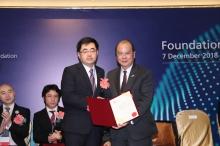 張建宗先生頒授裘槎優秀科研者獎2019予繆謙教授。