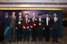 獲裘槎基金會頒發奬項的中大教授及畢業生合照。(左起) 郭仲匡博士、張均然博士、繆謙教授、黎冠峰教授、羅嘉洛先生、莊啓亮博士及曾之卓先生。