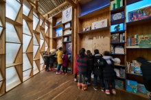 The exterior walls of the Book House are made up of book shelves and transparent plastic sheets. Photos: XU Liang Leon (PhD candidate, School of Architecture, CUHK)