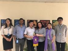 實習計劃聯絡人張鴻生博士(左三)訪問聯合國亞太經社會的項目團隊。