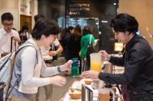為推廣「自攜容器」環保訊息,自備杯/樽的參加者獲贈免費飲品。
