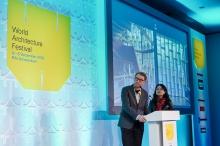 Peter W. Ferretto教授及蔡凌教授向建築界同儕分享「高步書屋」的建築特色。(相片來源:世界建築節)
