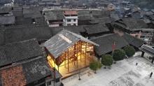 高步書屋以木材搭建而成,展現侗族「干欄」的建築特色。