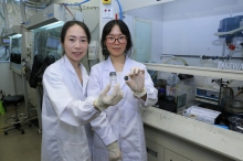 Prof. Yichun Lu and Ph.D. candidate Jing Xie present molecular crowding electrolyte and battery prototype.