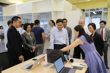 Mr. LI Meng, Vice Minister of Ministry of Science and Technology visits the InnoHub.