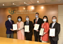 Professor Paul Lai-chuen Lam (first right) and the team receive the award certificate from Mr. Carlson Tong (first left), Chairman of UGC. (Photo provided by the organiser)