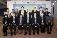 A group photo of the officiating guests, organizing committee and representatives of Hang Seng Bank Ltd.