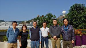 中大生命科學學院研究團隊發現名為SOX9的蛋白質是維持腦脊液成分正常的關鍵,是科學界首次發現控制脈絡叢上皮細胞滲透度的分子機制。研究團隊由關健明教授(左三)領導,並與姜里文教授(左一)、許浩霖教授(右二)和倪世明教授 (右一) 合作。