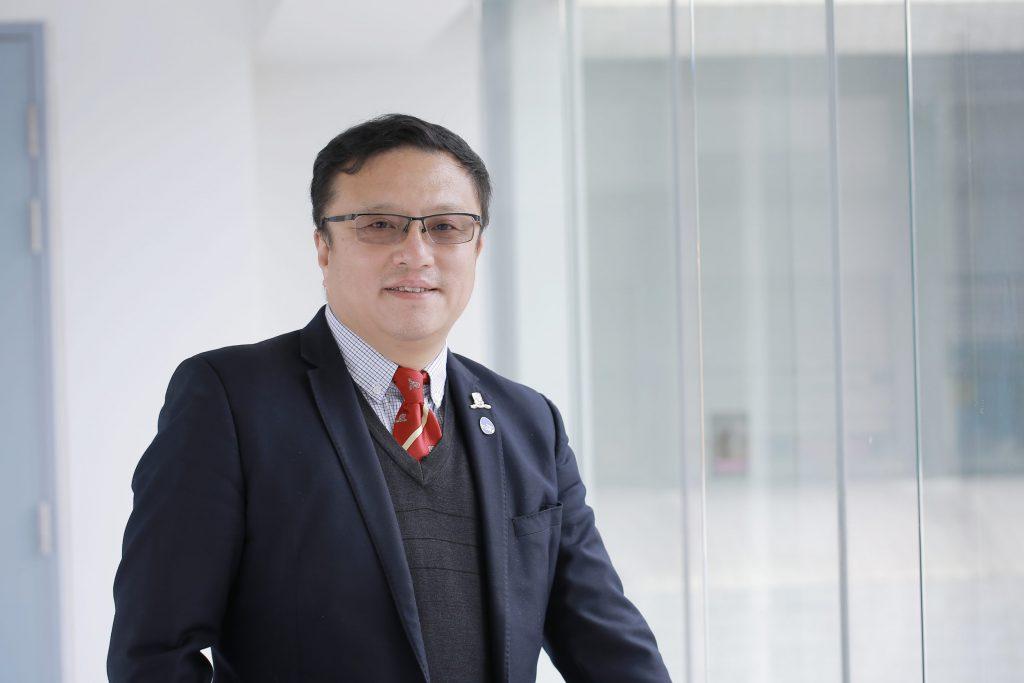 Professor Gang Li studies mesenchymal stem cells to regenerate bone and cartilage.