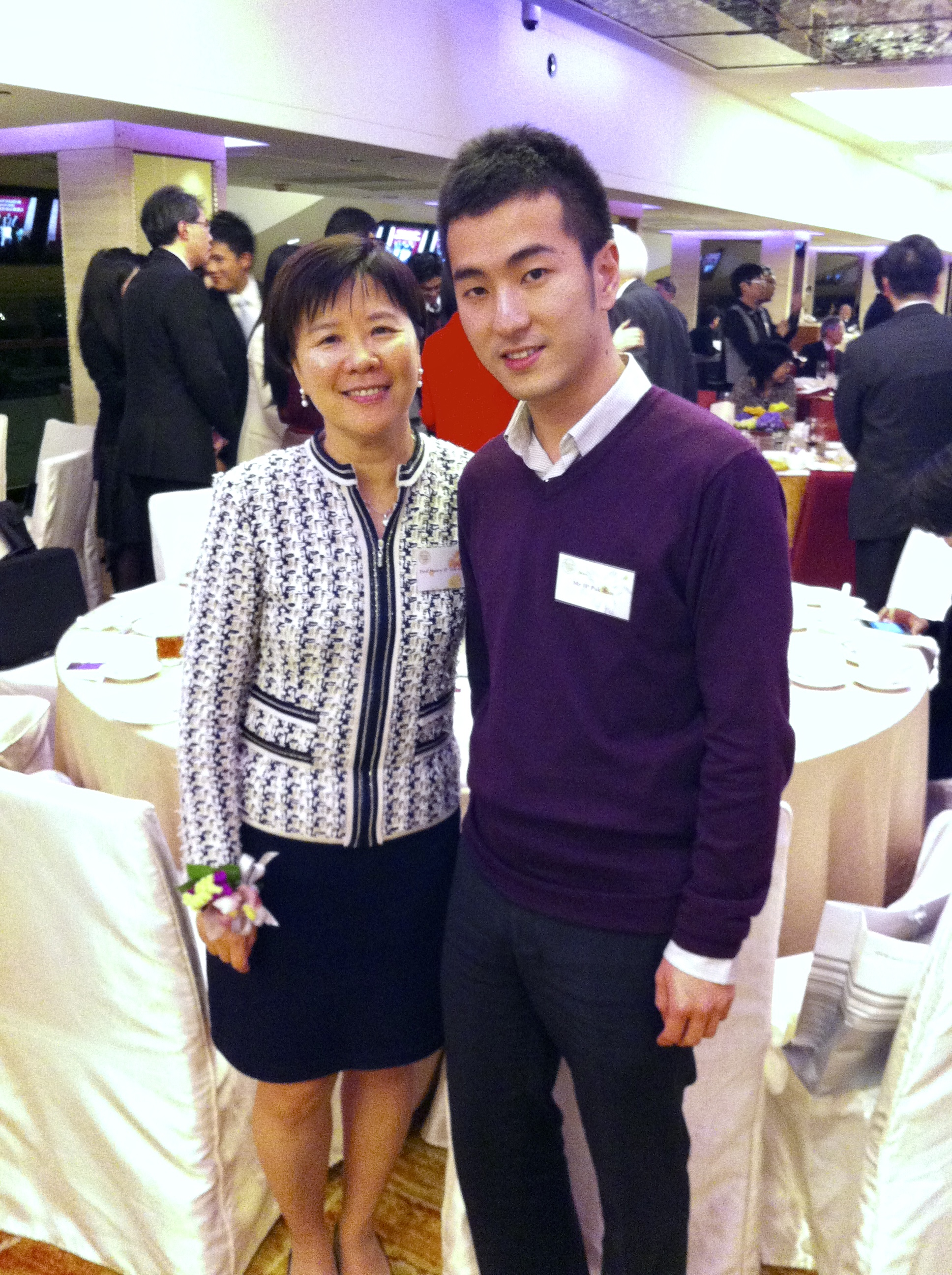 Prof. Nancy Ip, Prof. Jacque Ip's supervisor, with Prof. Jacque Ip at the banquet for The Sir Edward Youde Memorial Fellowships (For Postgraduate Research Students)