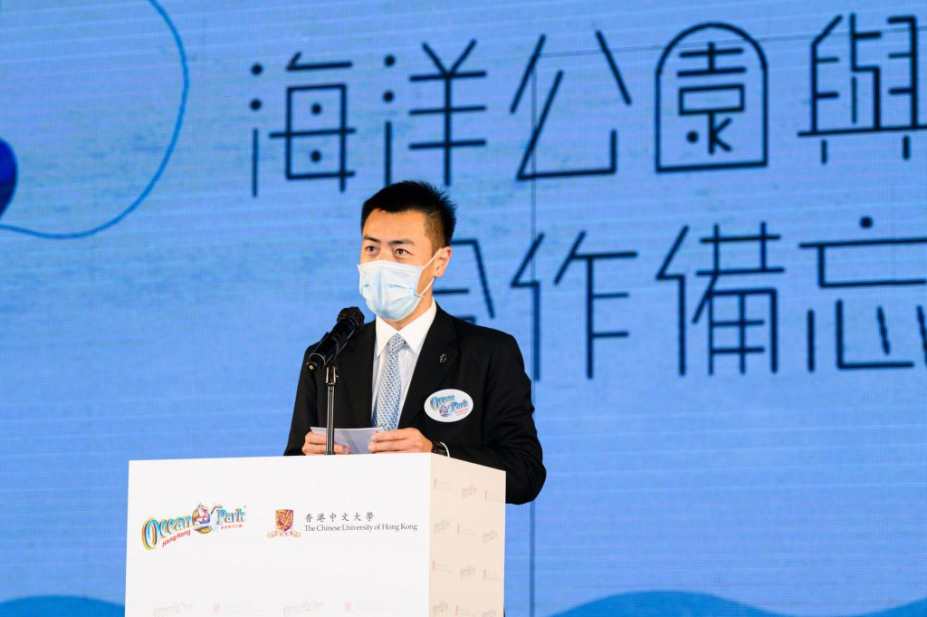 Mr Lau Ming-wai, Chairman of Ocean Park, delivers a speech.
