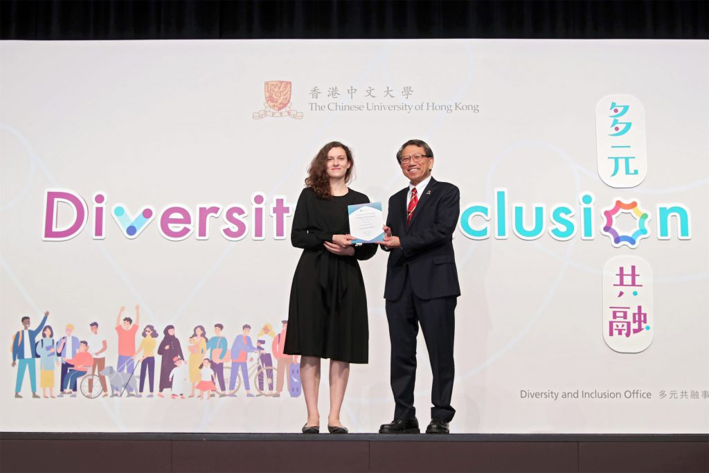 Professor Rocky Tuan, Vice-Chancellor and President of CUHK (right) presents the appointment certificate to a representative of Diversity and Inclusion Ambassadors.
