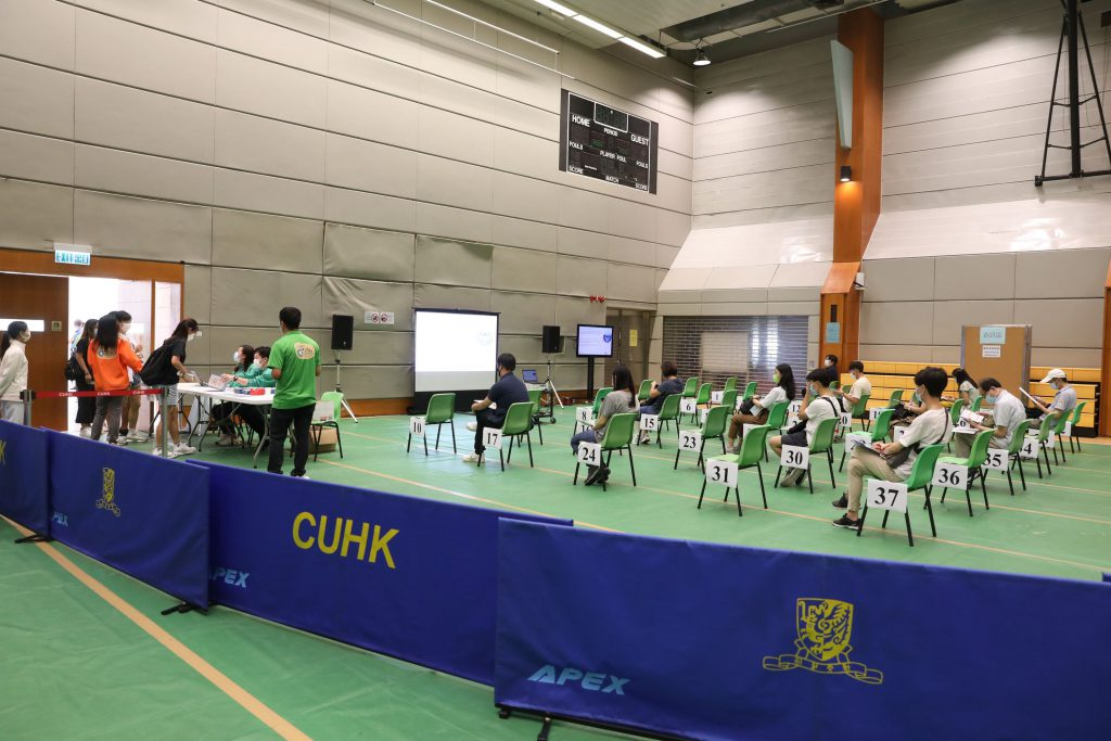 CUHK members actively participate in the outreach vaccination service.