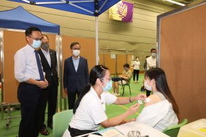 Mr. Patrick Nip, Professor Alan Chan and Mr. Eric Ng view the vaccination of CUHK members.
