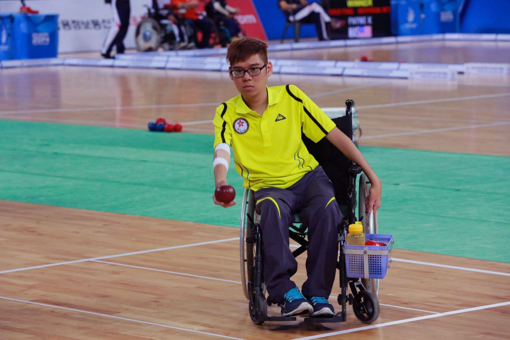 Wong Kwan Hang competing in Incheon 2014 Asian Para Games. (Photo from Chung Chi Campus Newsletter Vol.51 No.17)