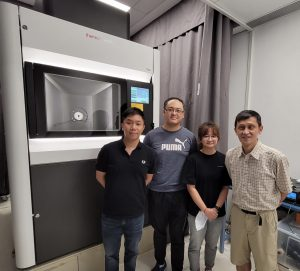 (From left) Professor Wilson LAU, Research Assistant Mr. Stephen LEUNG, PhD student Ms. Chuanyang YU, in collaboration with Professor Liwen JIANG, have successfully uncovered the anti-aggregation mechanism of small heat shock proteins (sHsps) for the first time using the state-of-the-art single particle cryo-electron microscopy (cryo-EM) technology.