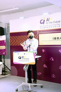 中大賽馬會「智」為未來計劃的研究團隊展示利用教學資源套配合硬件教材AI智能車CUHK-JC iCar和其他學習套件進行AI教學。